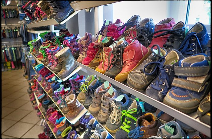 second hand kinderschuhe im amitola laden